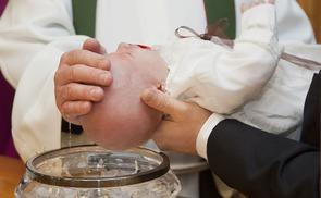 Taufe In Der Katholischen Kirche Bedeutung Ablauf Texte