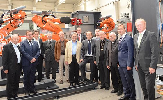 Bischof Ludwig Schwarz besuchte gemeinsam mit VertreterInnnen des Forum Christ und Wirtschaft und der Industriellenvereiningung den Maschinenbaubetrieb Fill in Gurten.