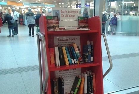 Bücher fahren Zug 2019 : OFFENE BÜCHERREGALE