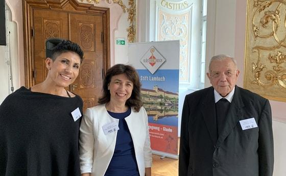 V. l.: Katja Rost, Birgit Feldbauer-Durstmüller, Bischof em. Maximilian Aichern