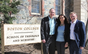 V. l.: Tom Stegman SJ, School of Theology and Ministry des Boston College, Mag. Angelina Kratschanova, EMBA und Vizerektor Univ.-Prof. Dr. Christoph Niemand, KU Linz.