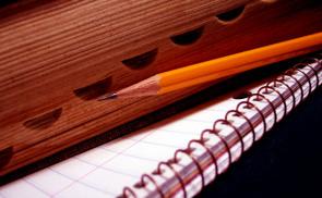 Zettel und Stift. © cohdra/morguefile.com